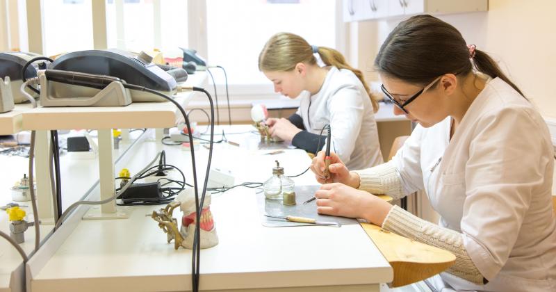Papildomas manualinių gebėjimų testas ir priėmimas į Dantų technologiją