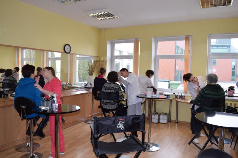 Kosmetologių akcija - nemokamos grožio procedūros Utenos specialiosios mokyklos-daugiafunkcio centro lankytojoms