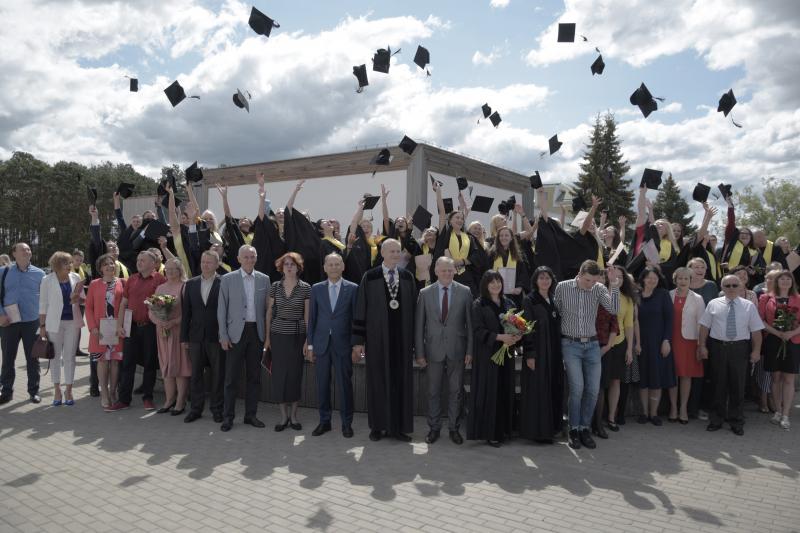 Įteikti Utenos kolegijos diplomai